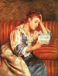 Jóven mujer leyendo