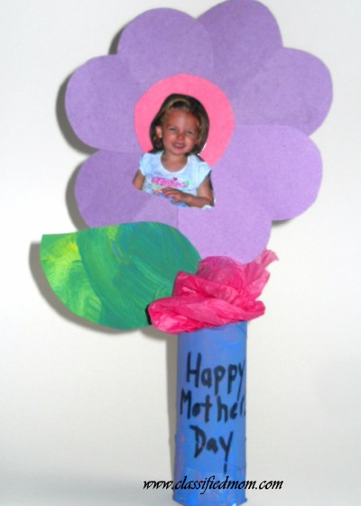 Mother 39 s day flower vase with picture craft preschool for Mother s day crafts for kindergarten