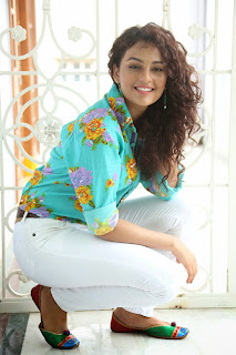 Seerath Kapoor Glamorous Picture shoot 076.jpg