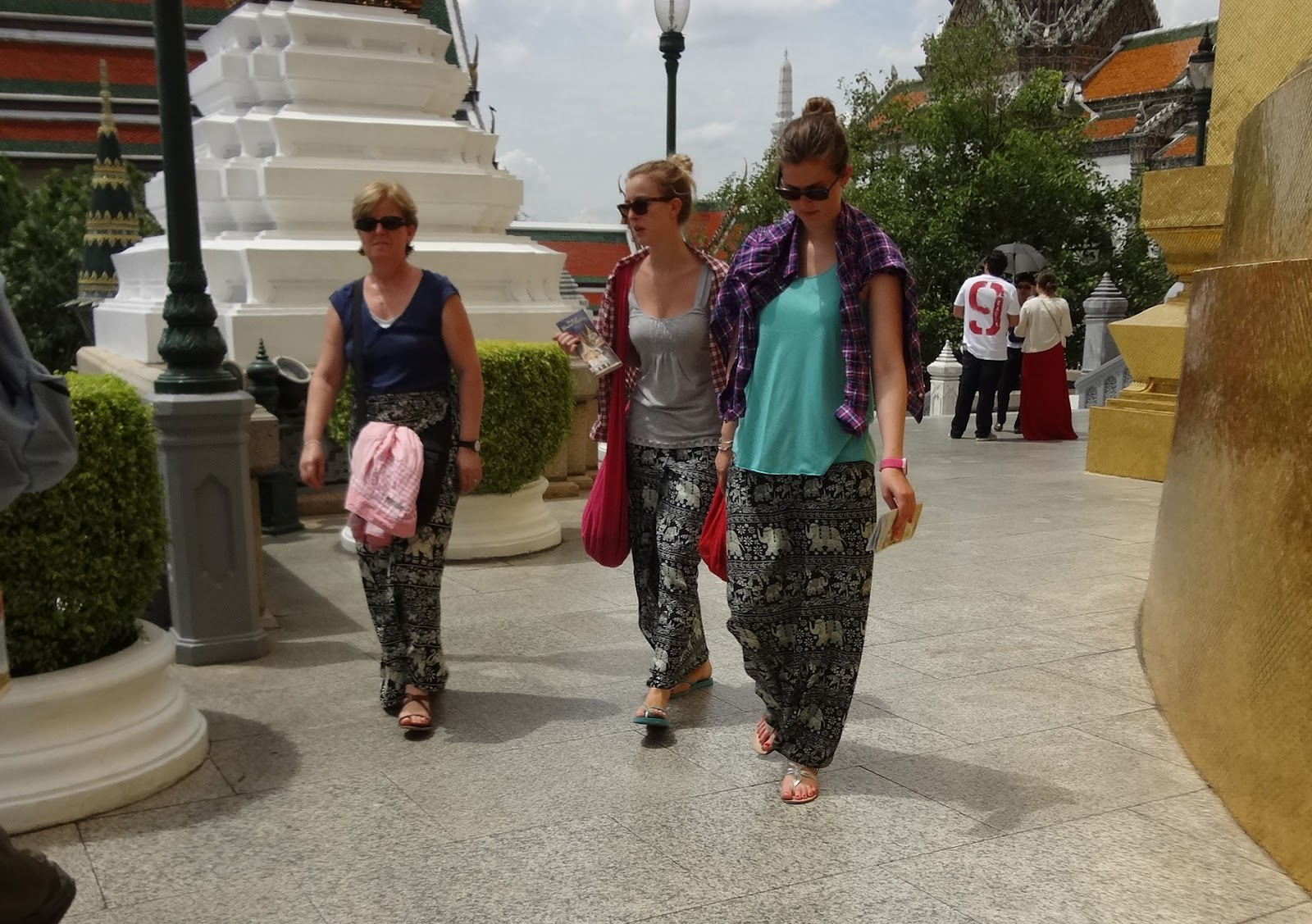 2019 year for lady- Bangkok in temples what to wear