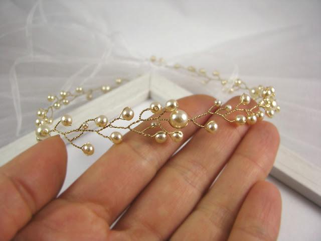 Wianek ślubny z perłami, Airy.