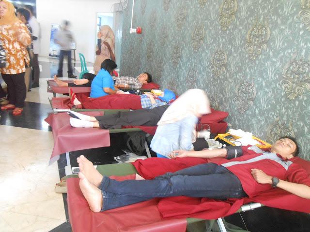 [Galeri] PRC Gelar Donor Darah di Fakultas Farmasi Unhas