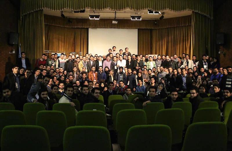 عکس یادگاری همایش نرمافزارهای آزاد و جشن انتشار اوبونتو ۱۴.۱۰