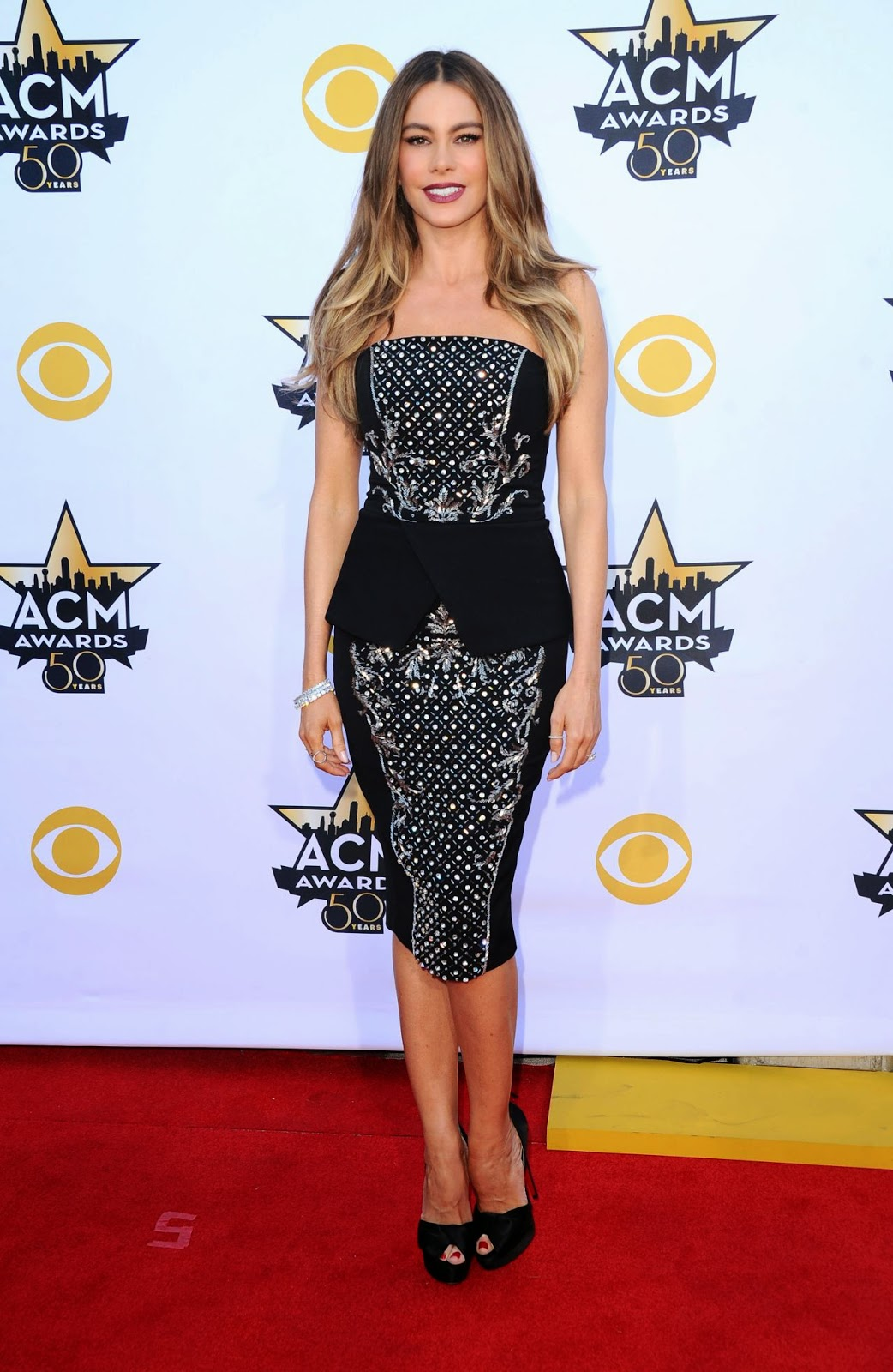 Sofia Vergara in a strapless peplum dress at the 2015 ACM Awards