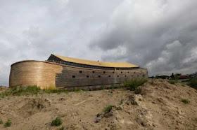"""هولندي يشيد """"سفينة نوح"""" خشية 2.jpg"""