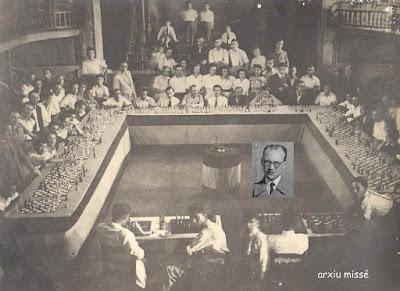 Rafael Lloréns dando unas simultáneas a 30 tableros en Arenys de Munt el 24 de noviembre de 1946