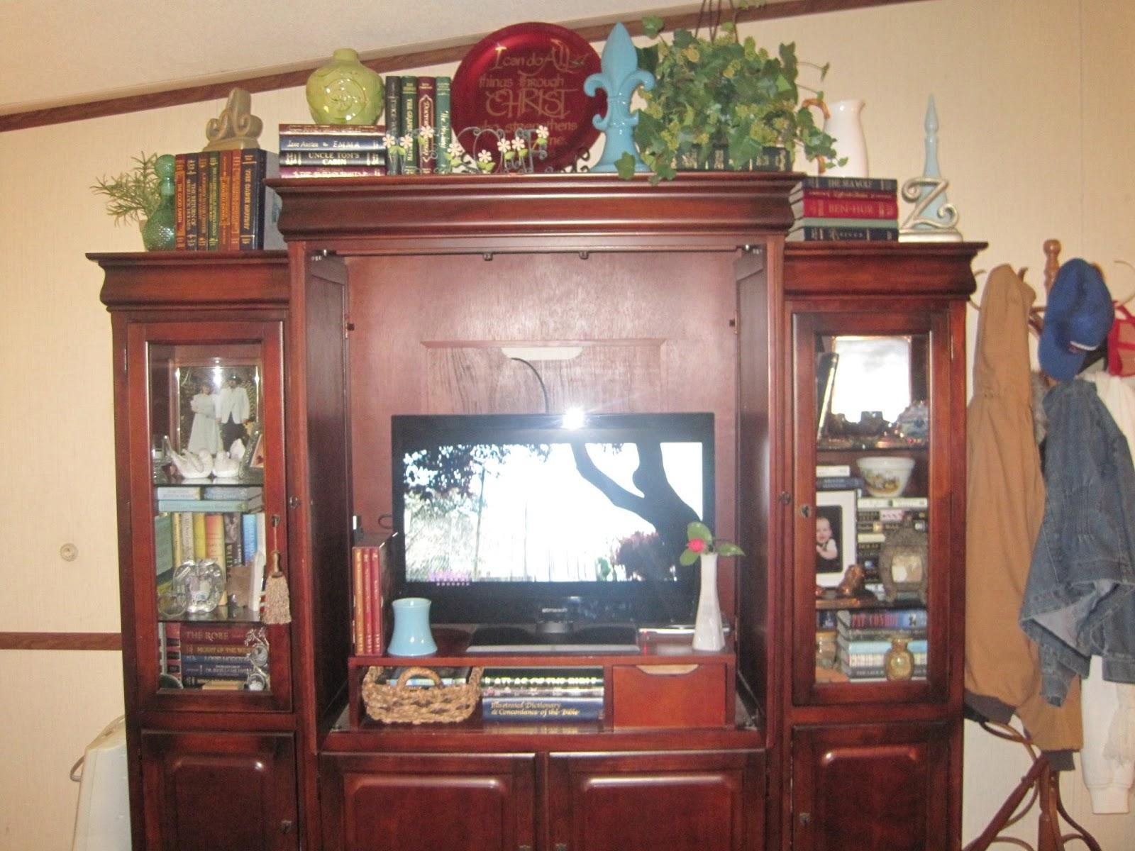 life on willie mae lane thrifty living room decor. Black Bedroom Furniture Sets. Home Design Ideas