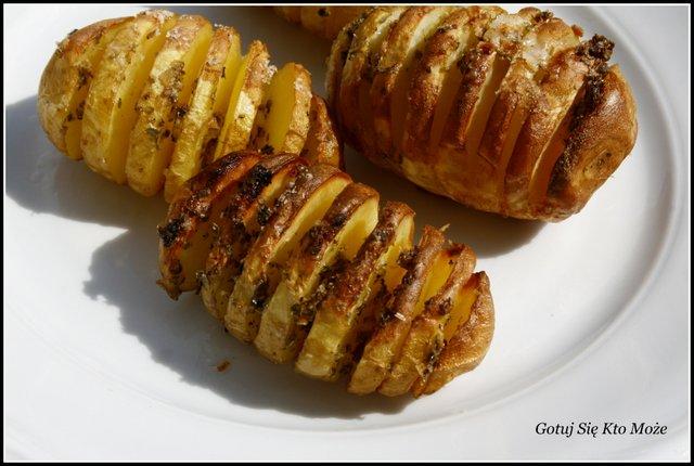 Ziemniaki pieczone z majerankiem i czosnkiem