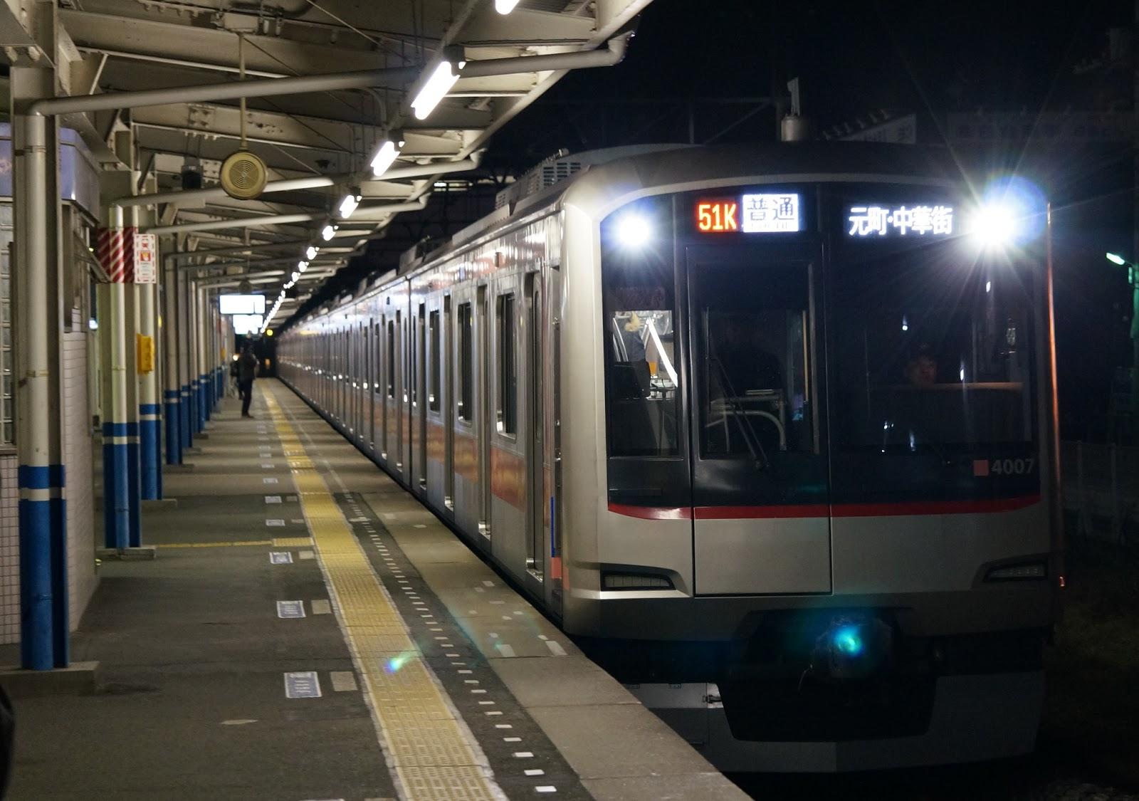 東上線を走る東急5050系「みなと横浜 初日の出号」
