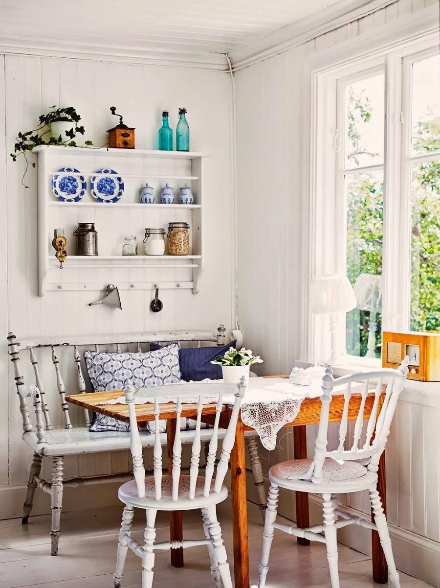 dom, wystrój wnętrz, wnętrza, home decor, styl skandynawski, białe wnętrza, shabby chic, , kuchnia, jadalnia, stół, ławka, półka na talerze