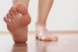 Caminar descalzo ofrece muchos beneficios al organismo