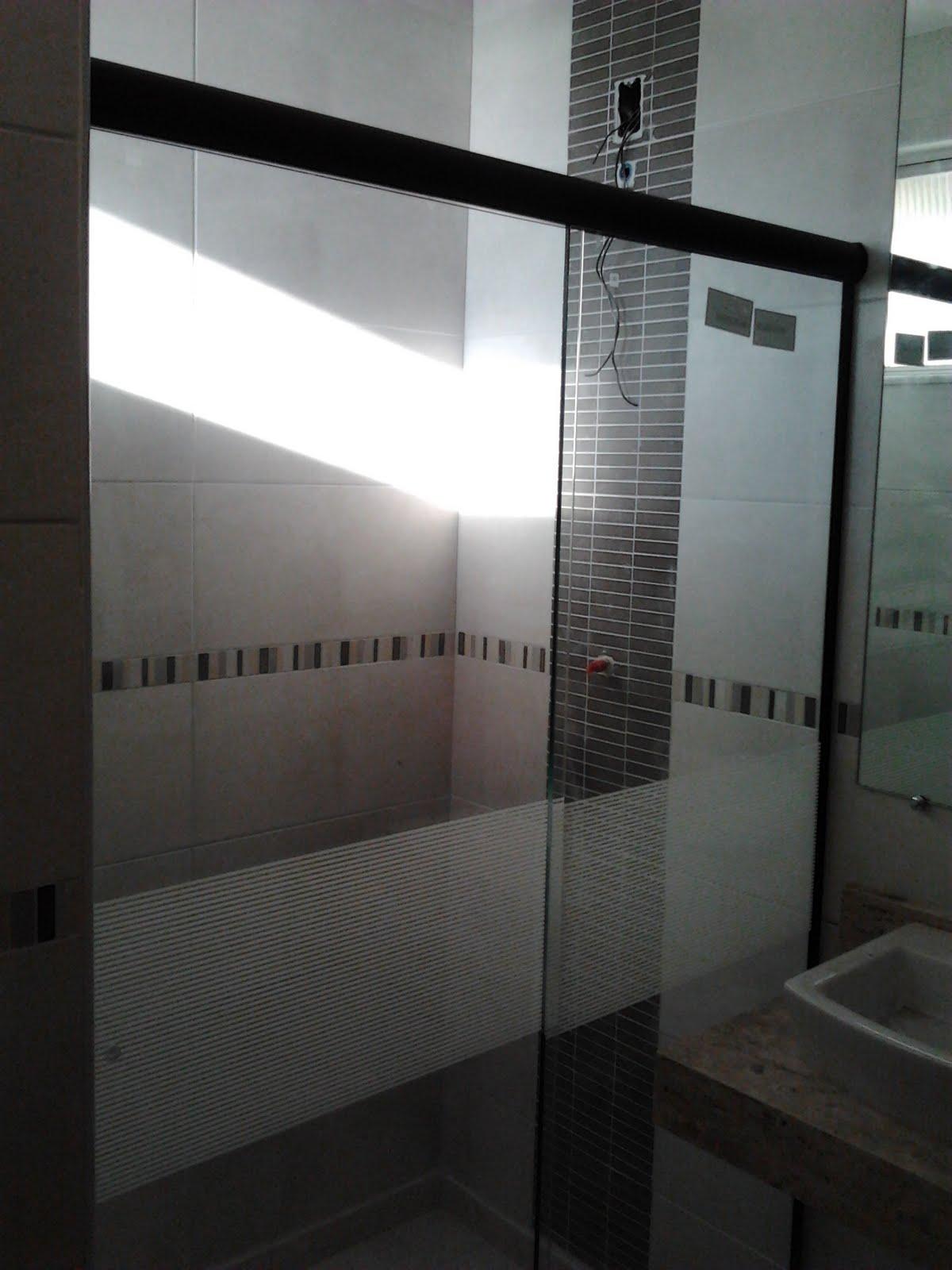 Imagens de #594F4C Agora a faixa no box do banheiro pra evitar que o lesado aqui tente  1200x1600 px 2864 Box Banheiro Joao Pessoa
