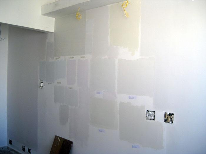 dfd8fb57ddc14 Parede da sala pintada com brancos diferentes