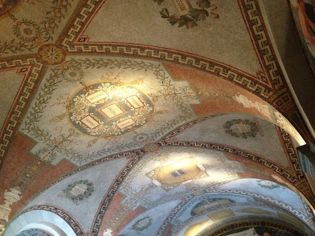 "<img src=""image.gif"" alt=""This are Library of Congress Frescos"" />"