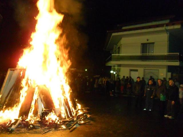 Κόλιντα Μπάμπω, η φωτιά των Χριστουγέννων