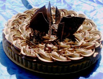 ... kue tart aku sukkka kue tart kyaknya low setiap hari mkan kue tart