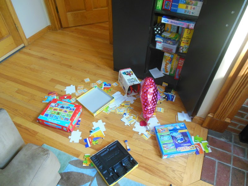 Full House, Messy House -- what do you get when you combine one mom, 5 kids, and a weeklong school vacation in the middle of February? Pretty much a nuclear disaster area!  {posted @ Unremarkable Files}
