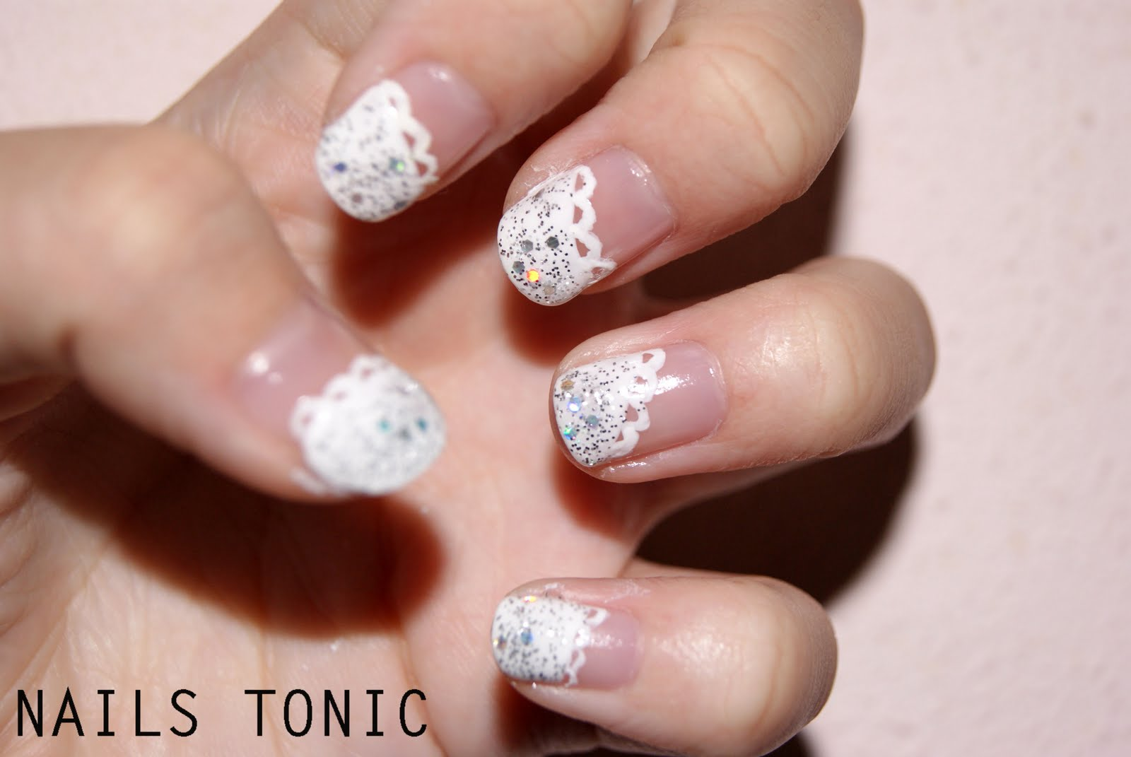 NAILS TONIC: White laced frenchtip nails