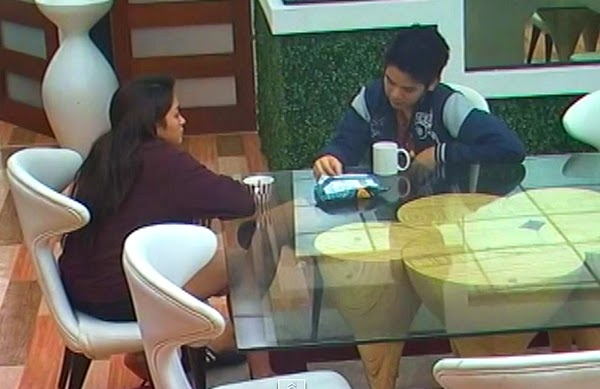 PBB All In: Joshua tells Jane 'Mahal kita'