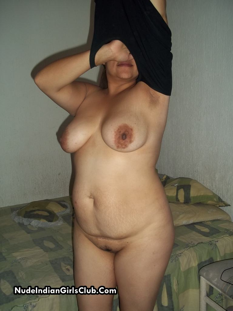 Little Indian aunty sex images looks pure