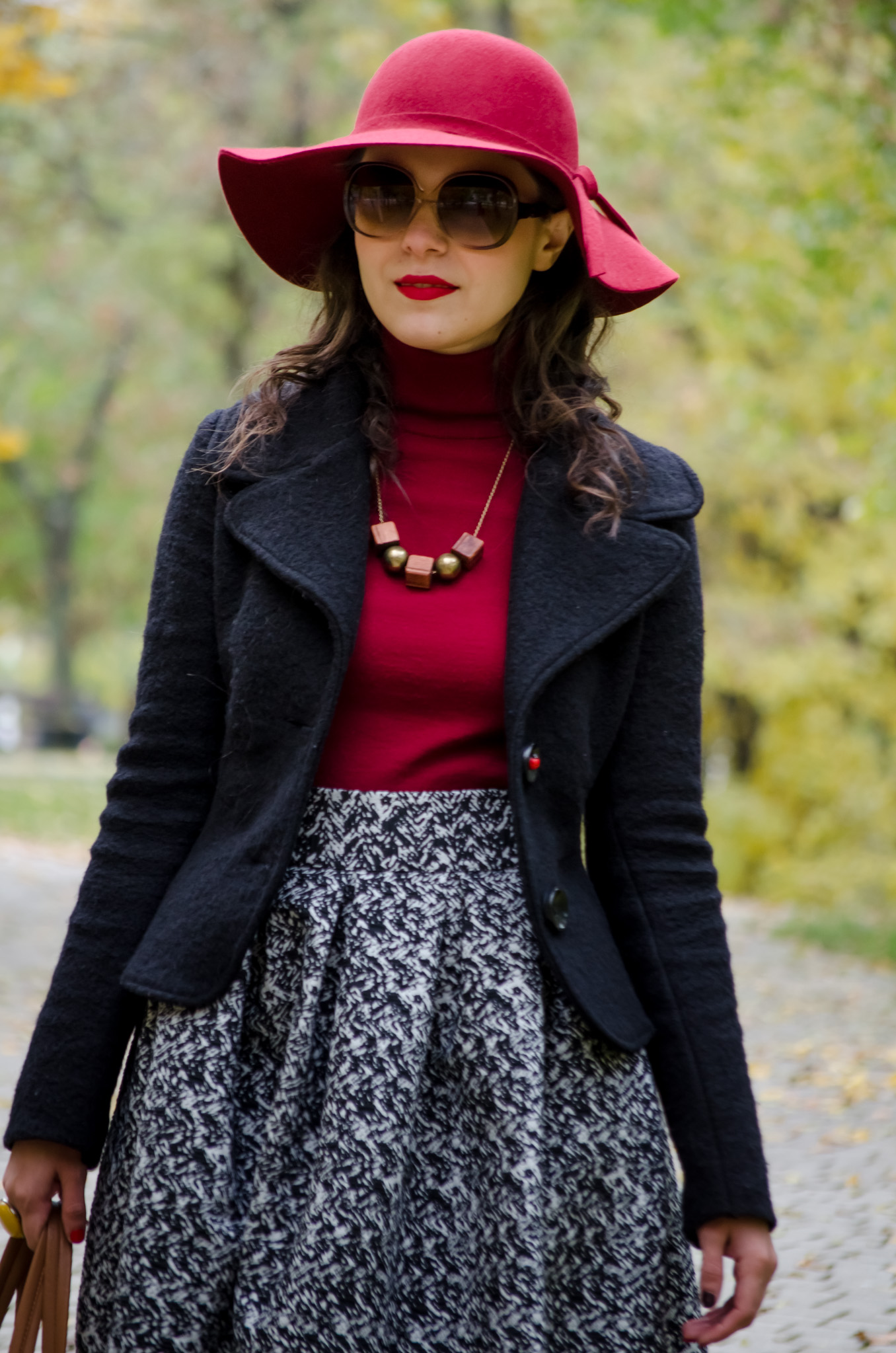 50s vibes and burgundy for fall floppy hat poema mustard shoes puffed up  skirt black terranova