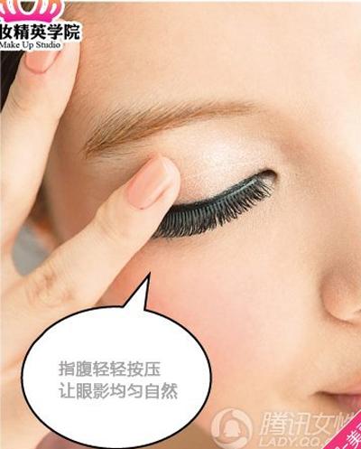 Hướng dẫn cách trang điểm mắt búp bê