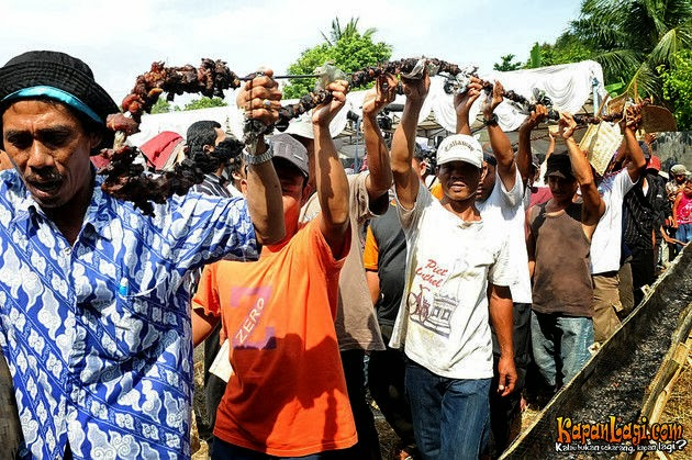 Rekor MURI Pembuatan Sate Terpanjang di Indonesia di selenggarakan di Desa Jampang