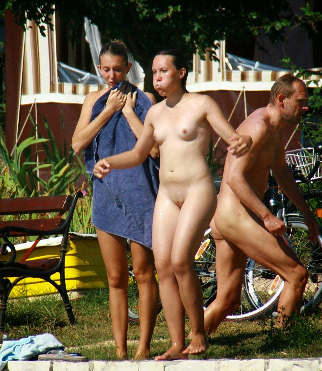 girl on show camp nude photo