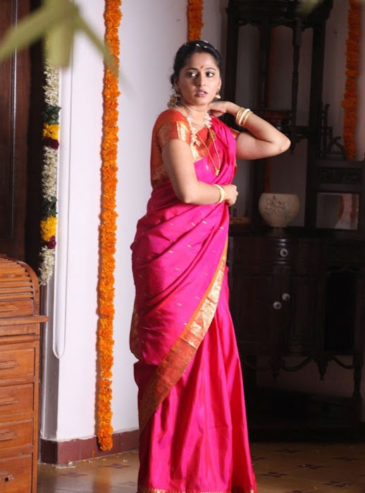 anushka shetty in first night scene saree hot photoshoot