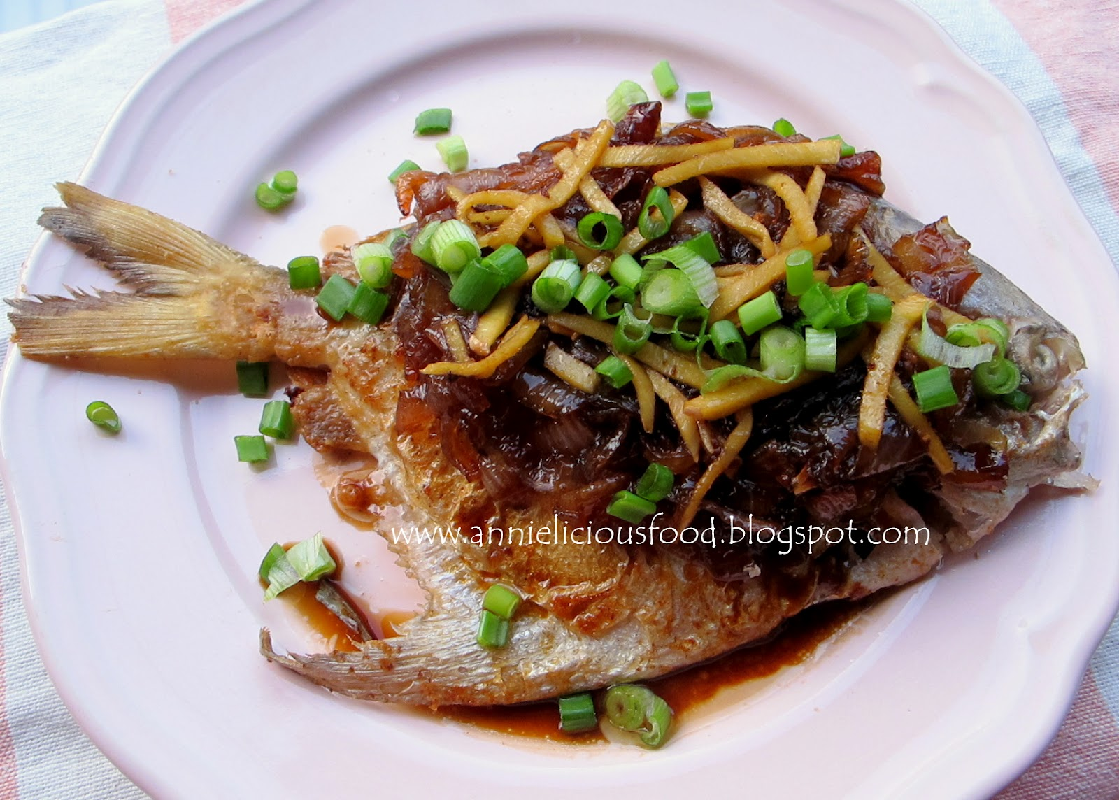 Annielicious food pan fried pomfret with caramelized for Best oil to fry fish
