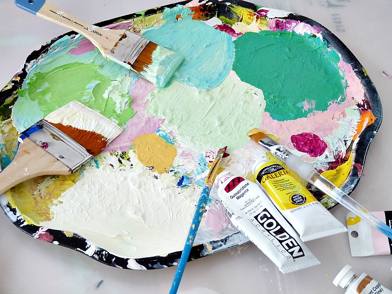 Use an old metal tray as a painter's palette