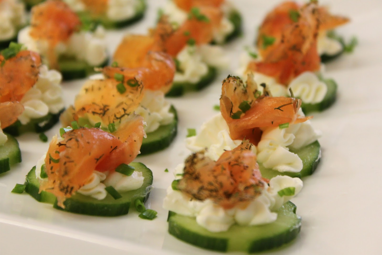 A feast for the eyes how to make your own gravlax for Canape de salmon