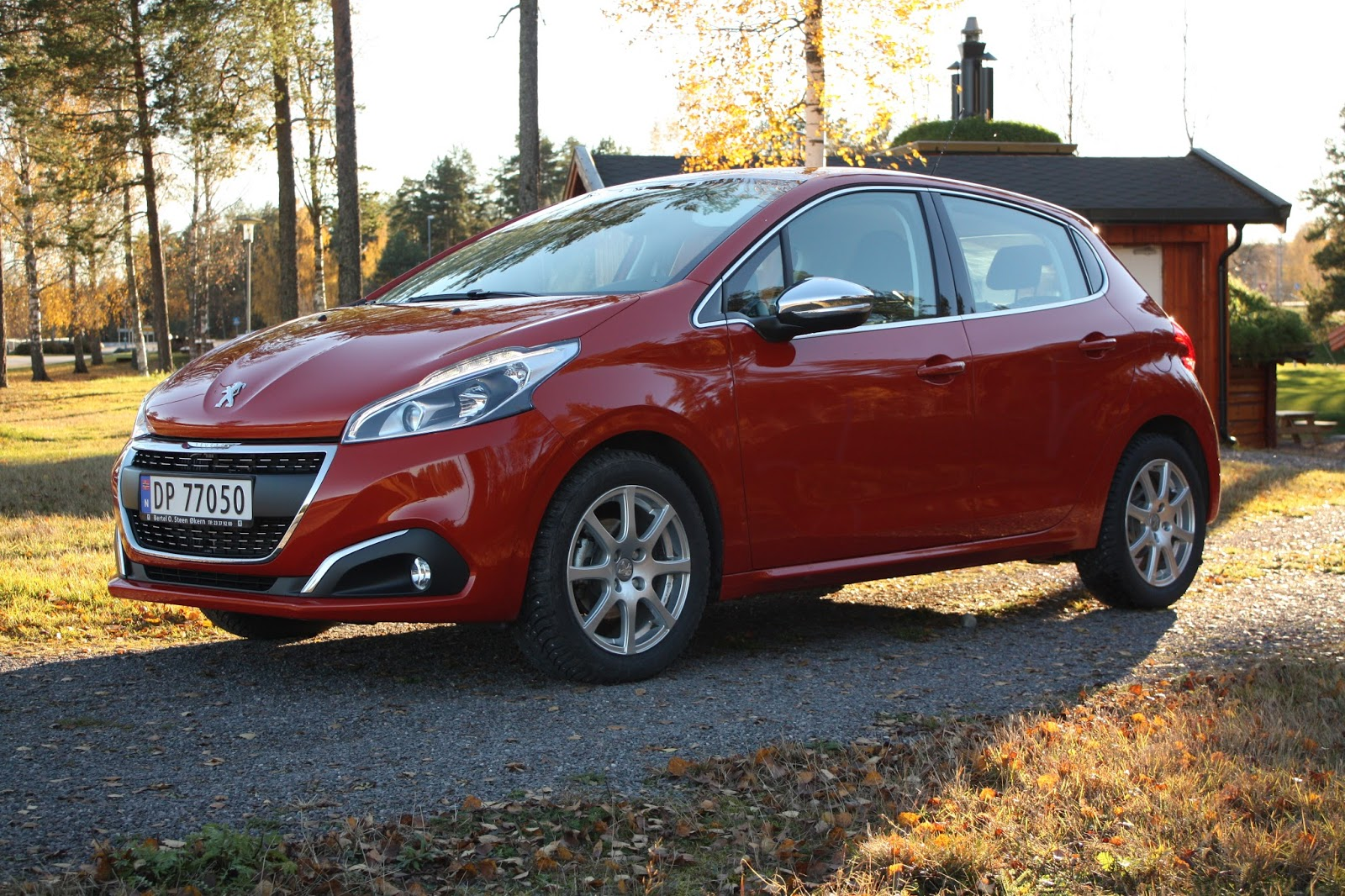 test peugeot 208 allure 1 2 puretech 110 hk automat bil og motorbloggen. Black Bedroom Furniture Sets. Home Design Ideas