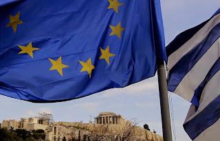 Рубль дешевеет на фоне угрозы греческого дефолта