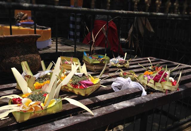 yiweilim, yiweilim blogspot, canang sari, pura tirta empul, tirta empul, tirtha empul, bali, tampaksiring, balinese temple