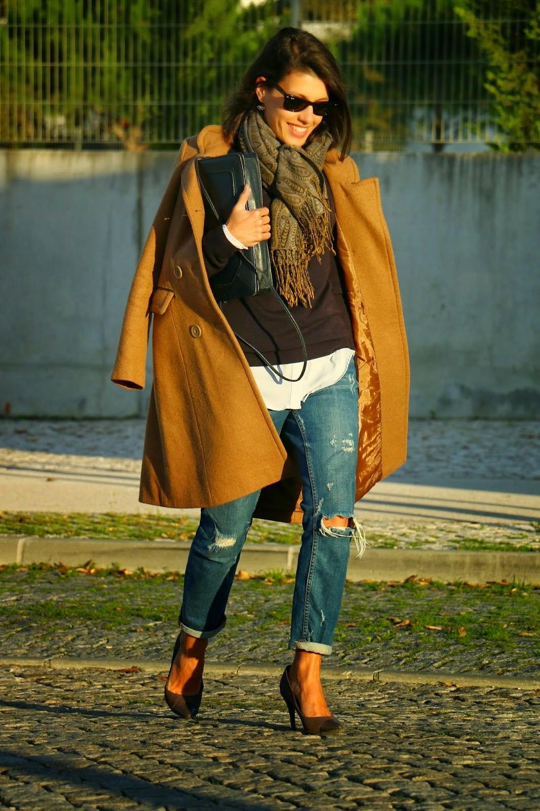 http://ilovefitametrica.blogspot.pt/2014/12/camel-coat.html#more