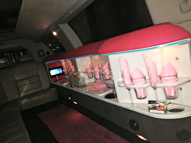 Limonodig.nl roze Lincoln limousine huren