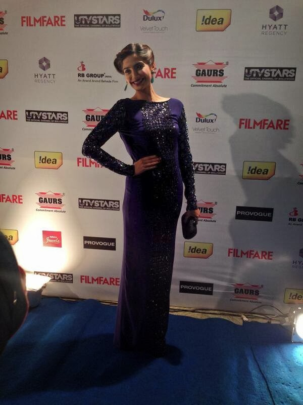 The gorgeous Sonam Kapoor is happy about being at the #filmfareawards party.
