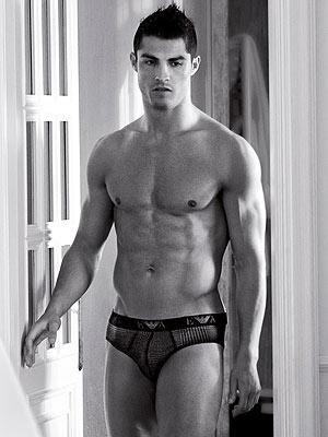 cristiano-ronaldo-underwear-picture_300x