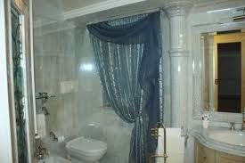 Elegir cortinas para baños