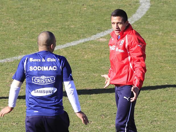 Futbolistas Desnudos Aleis Sanchez