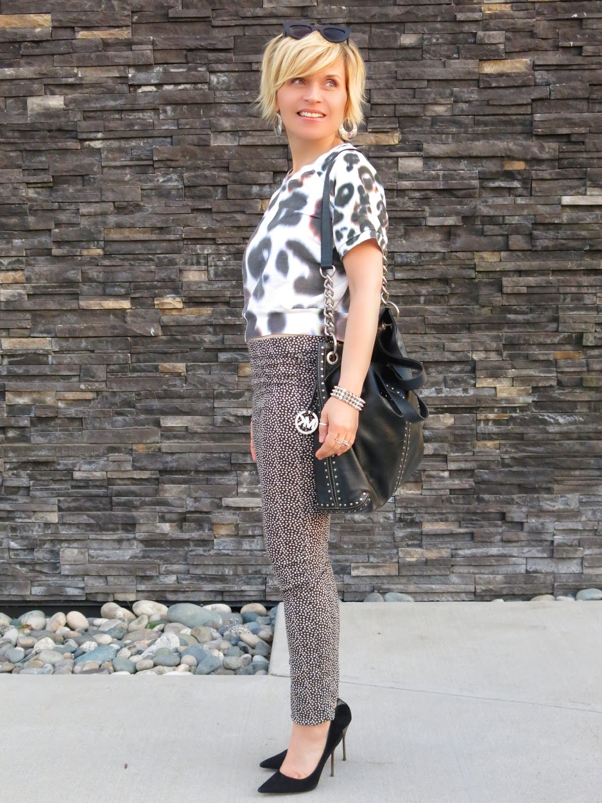 styling a leopard-print cropped sweatshirt with dotted skinnies and black pumps