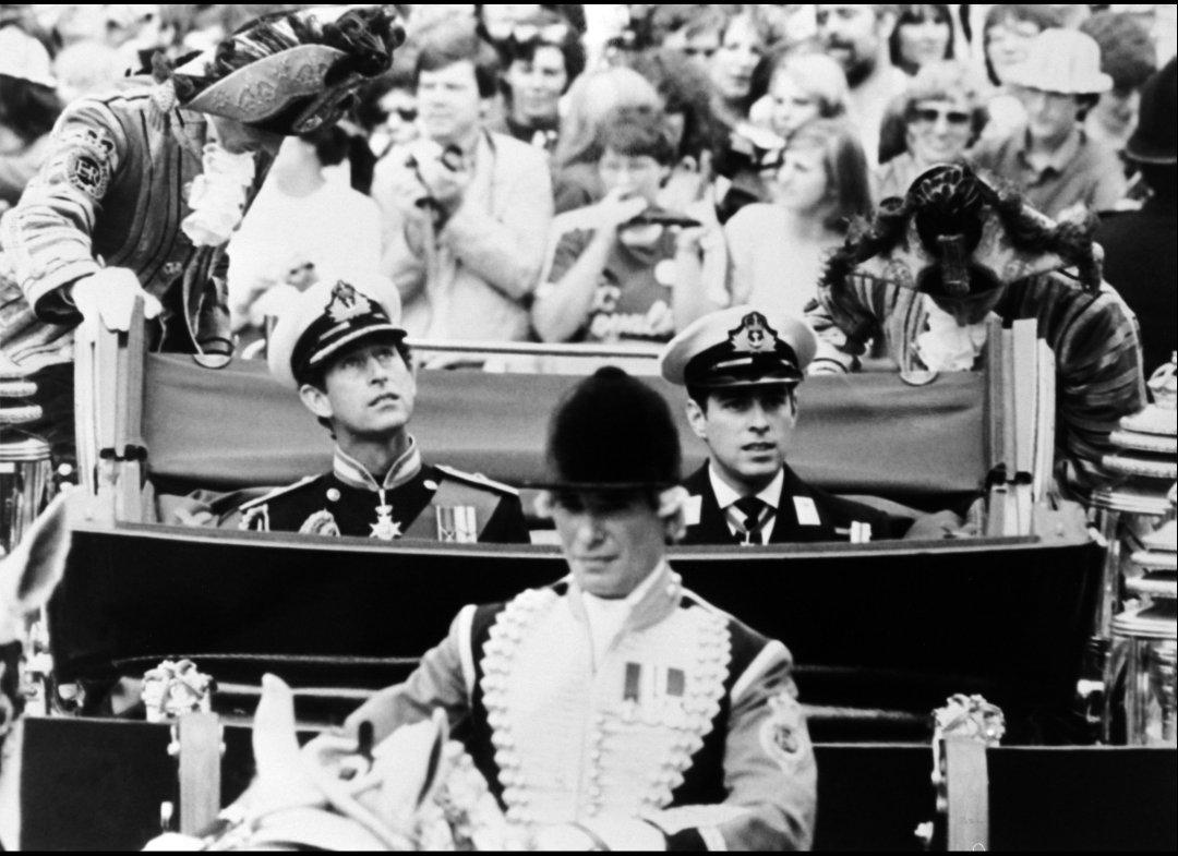 http://2.bp.blogspot.com/-4kfN0p94mPQ/Tb5OzoZOGeI/AAAAAAAAF1E/5X918pc09o0/s1600/Princess+Diana+%2526+Prince+Charles+Wedding+01.jpg