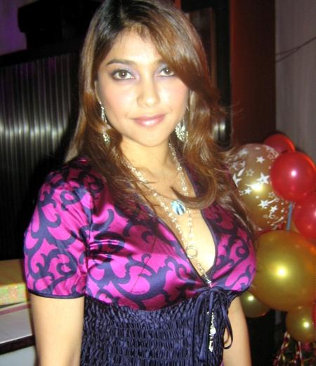 Sarah Azhari Hot Toge