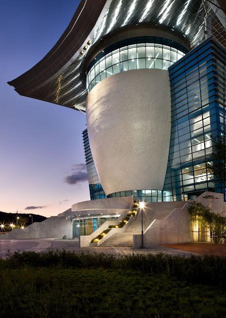 04-Gyeongju-Arts-Center por Samoo-Arquitectos-Ingenieros