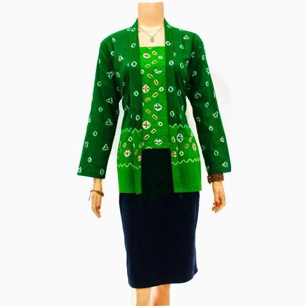 Blus Batik dengan model kerah V, lengan ¾, tali pita di pinggang ...