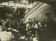 Diada de Sant Jordi. Parada de la Llibreria Espanyola a la Rambla , 1933. (diada de sant jordi al palau de la generalitat )