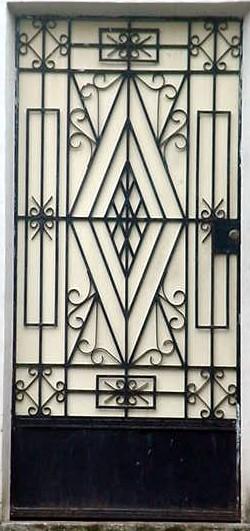 Estructuras el salvador puertas metalicas decorativas for Estilos de puertas metalicas
