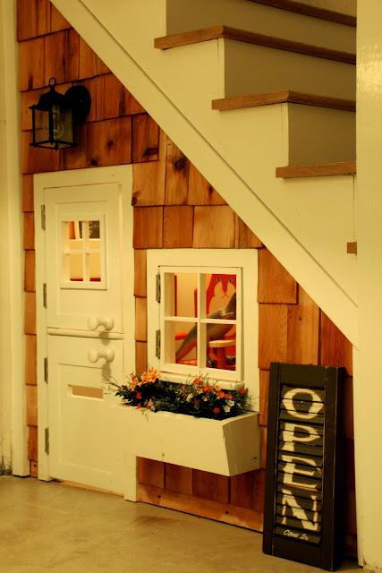 casa infantil debajo de la escalera