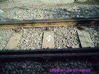 Kenapa Pada Rel Kereta Api Selalu ada Batu Kerikilnya ?